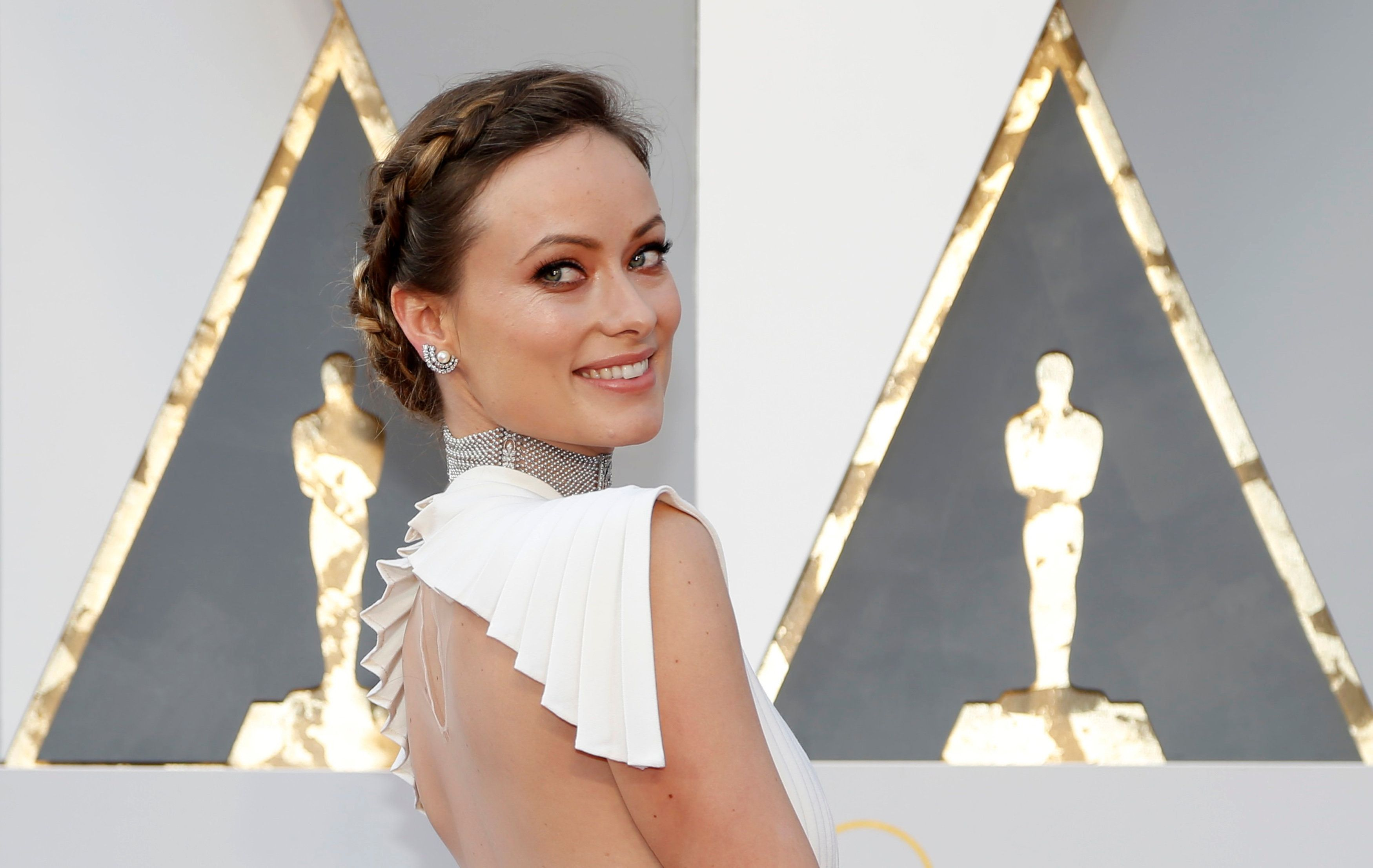 Actress Olivia Wilde poses as she arrives at the 88th Academy Awards in Hollywood, California February 28, 2016.  REUTERS/Lucy Nicholson