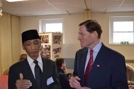 Sujitno Sajuti (l) and US Sen. Richard Blumenthal (r)