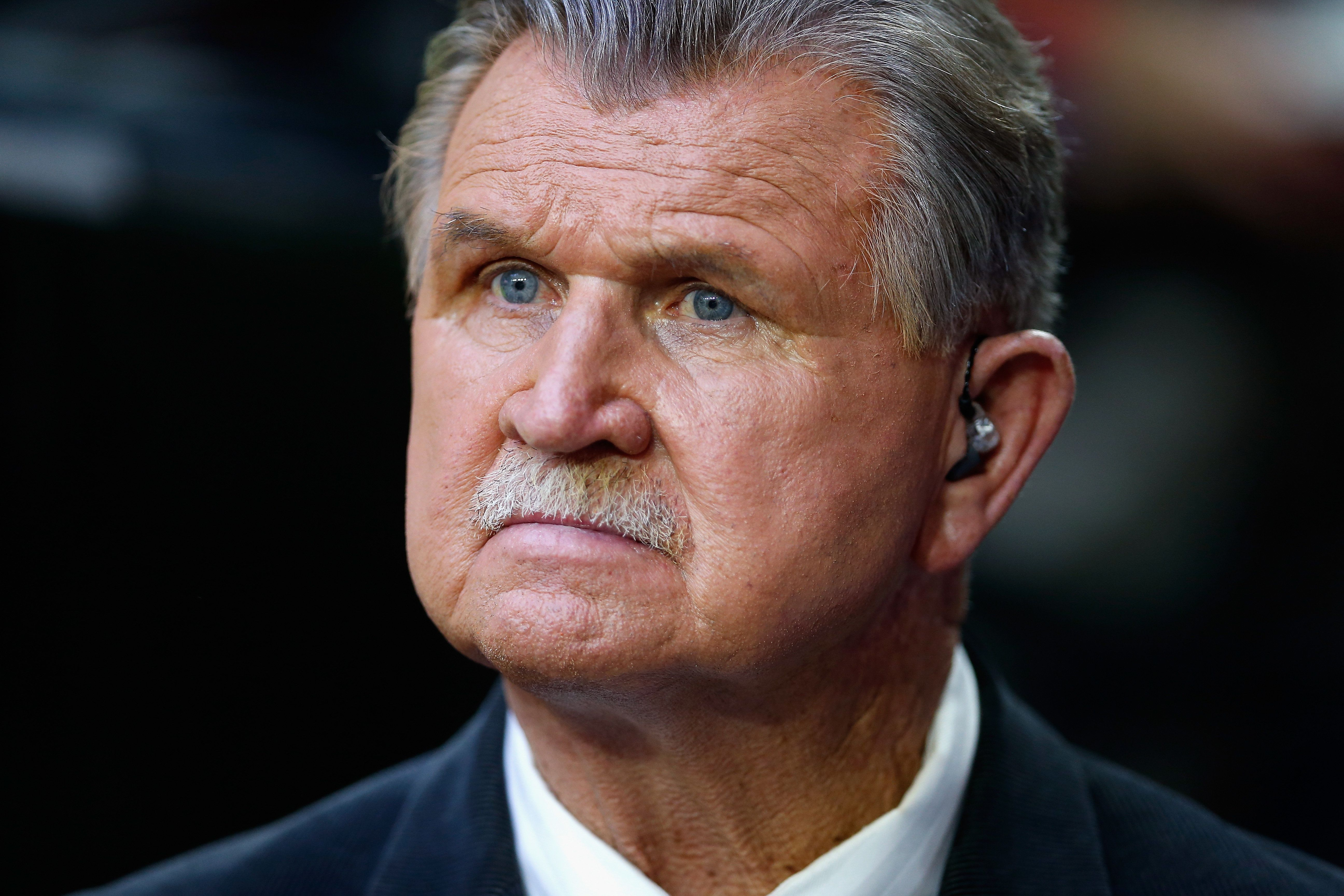 GLENDALE, AZ - JANUARY 25:  Former American football player, coach, and television commentator Mike Ditka during the 2015 Pro Bowl at University of Phoenix Stadium on January 25, 2015 in Glendale, Arizona.  (Photo by Christian Petersen/Getty Images)