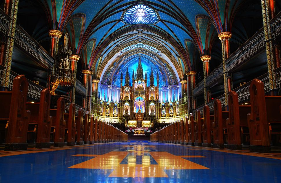 Located in the heart of Old Montreal, the Notre-Dame basilica is not only an important place of worship, but also a <a href=""