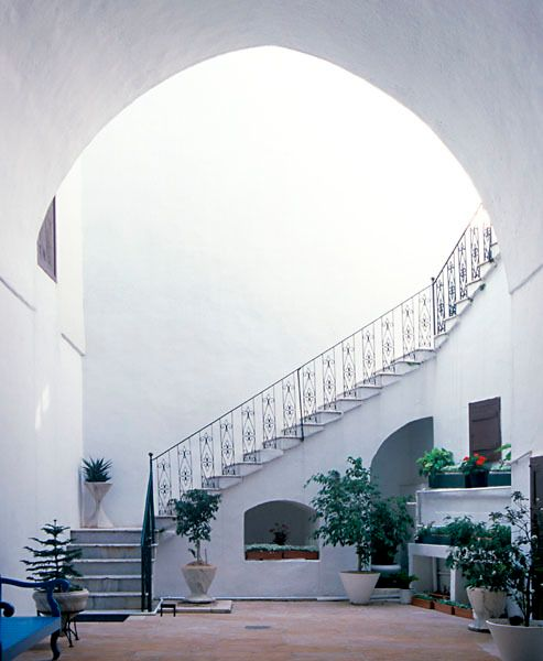 "<a rel=""nofollow"" href=""https://bahai.bwc.org/pilgrimage/Intro/visit_6.asp#"" target=""_blank"">Stairway in the interior courtya"
