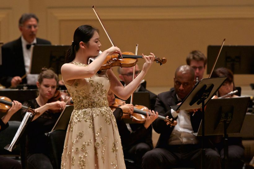 Violinist Momo Wong with Orchestra Moderne NYC at Carnegie Hall