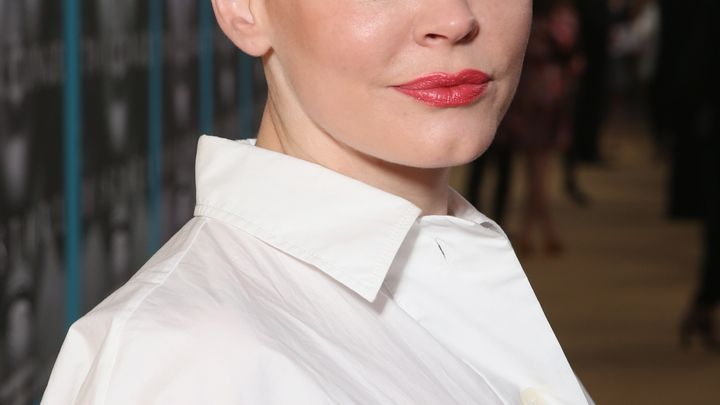 ANew York Times article reported that actress Rose McGowan received a $100,000 settlement from Weinstein in 1997 after...
