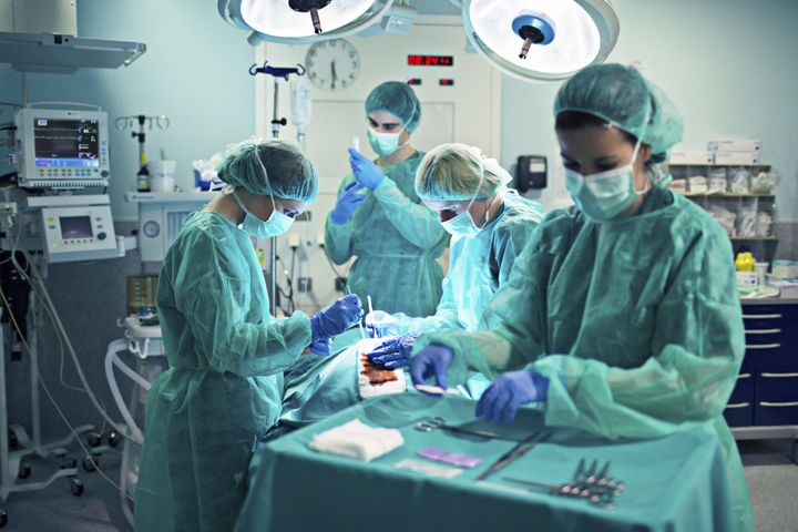 the more women in the operating room the better it is for doctors