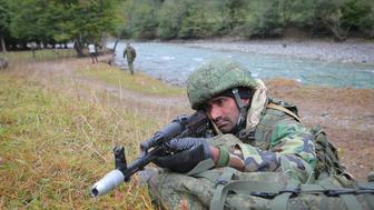 KARACHAY-CHERKESSIA, RUSSIA - OCTOBER 3, 2017: A serviceman of the Pakistan Armed Forces holds a machine gun as he takes part in anti-terrorist training as part of the Druzhba-2017 [Friendship] Russian-Pakistani joint military drills in the village of Nizhny Arkhyz. Denis Abramov/TASS (Photo by Denis Abramov\TASS via Getty Images)