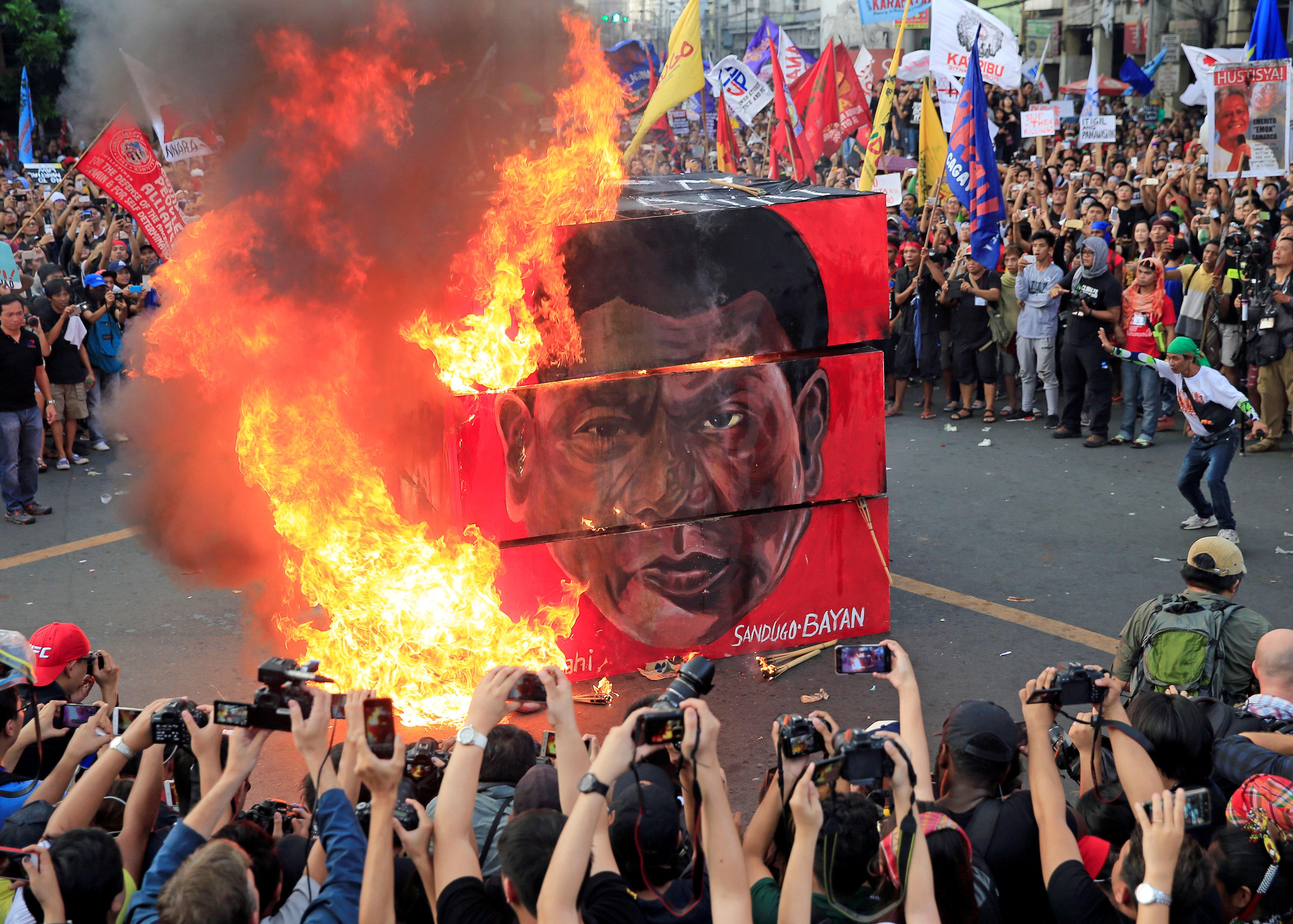 Cracks Emerge In Rodrigo Duterte's Horrific Philippine Drug