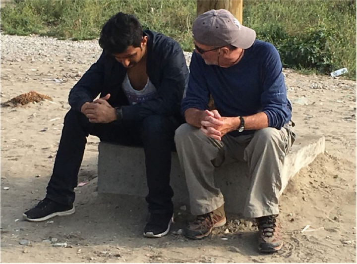 Bob Bilheimer speaks with a refugee in Calais