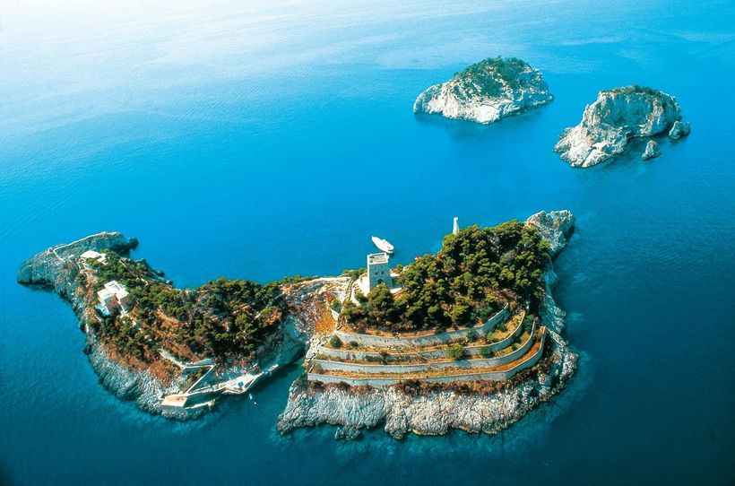 "Gallo Lungo, Li-Galli Islands <a rel=""nofollow"" href=""https://www.feel-planet.com/"" target=""_blank"">www.feel-planet.com</a>"