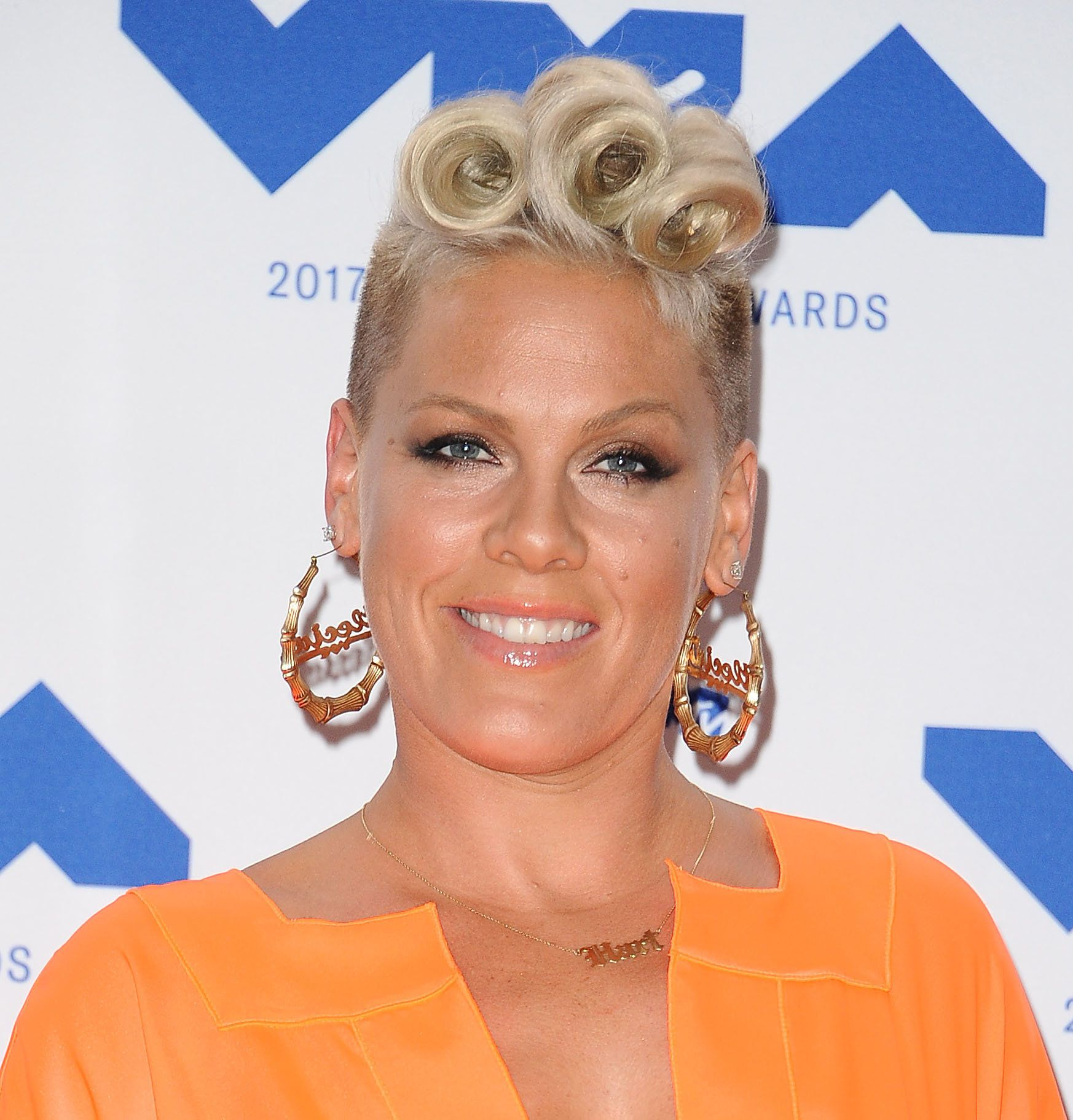 INGLEWOOD, CA - AUGUST 27:  Singer Pink poses in the press room at the 2017 MTV Video Music Awards at The Forum on August 27, 2017 in Inglewood, California.  (Photo by Jason LaVeris/FilmMagic)