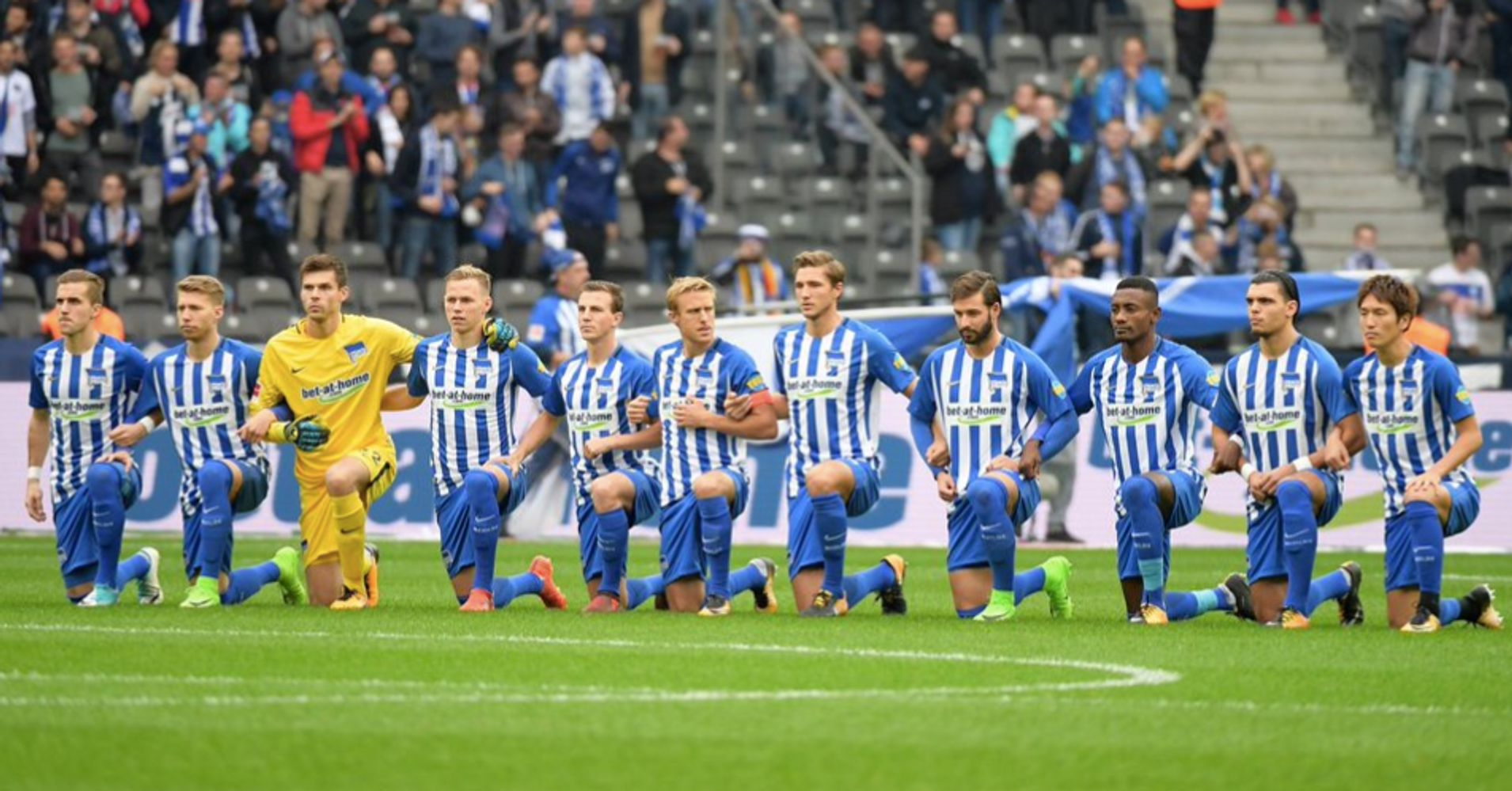 German Soccer Team Kneels During Game In Solidarity With NFL Players