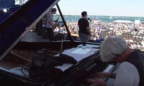 Lea DeLaria onstage at the 2002 Newport Jazz Festival