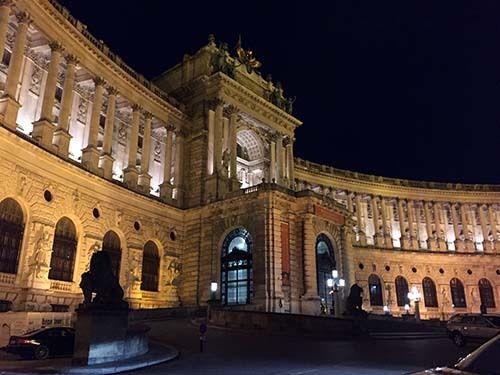<em>Hofburg Palace at night (Abu-Fadil)</em>