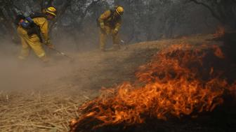 Firefighters work to defend homes from an approaching wildfire in Sonoma, California, U.S., October 14, 2017. REUTERS/Jim Urquhart