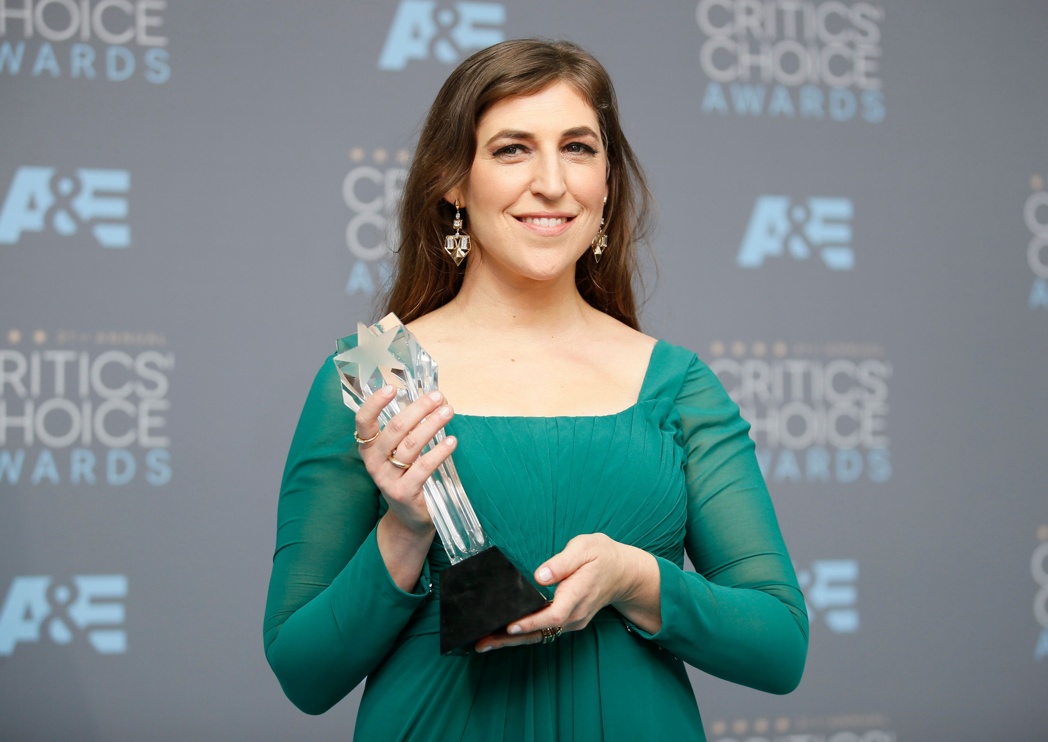 What Mayim Bialik Gets Wrong About 'Harvey Weinstein's World'
