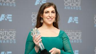 "Actress Mayim Bialik poses backstage with the award for Best Supporting Actress in a Comedy Series for ""The Big Bang Theory"" at the 21st Annual Critics' Choice Awards in Santa Monica, California January 17, 2016.  REUTERS/Danny Moloshok"