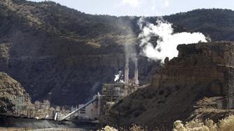 The coal-fired Castle Gate Power Plant is pictured outside Helper, Utah November 27, 2012. The plant was closed in the Spring of 2015 in anticipation of new EPA regulations. President Barack Obama will unveil on August 3, 2015 the final version of his plan to tackle greenhouse gases from coal-fired power plants, kicking off what is expected to be a tumultuous legal battle between federal environmental regulators and coal industry supporters.  REUTERS/George Frey