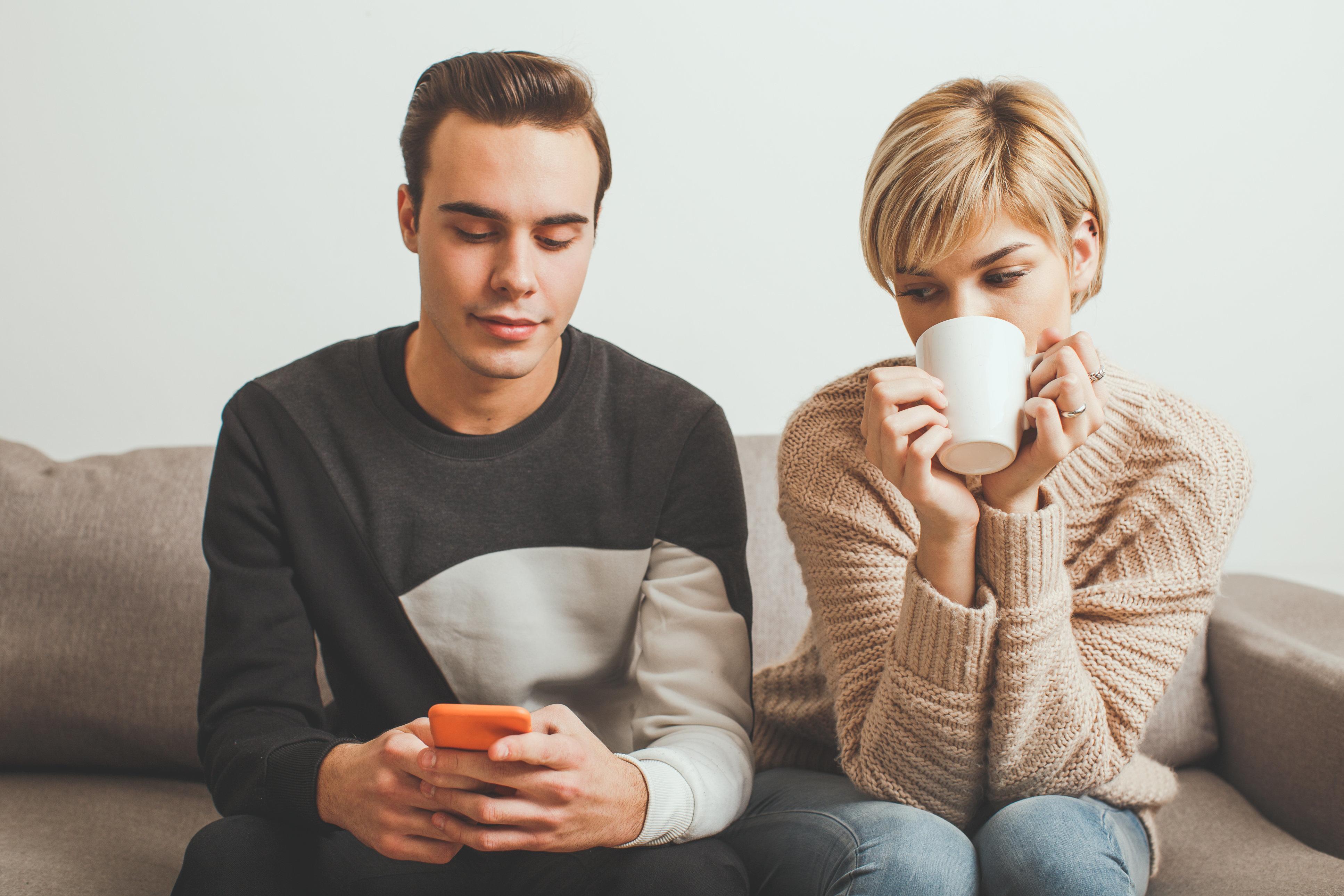 Por que pessoas em relacionamentos felizes também traem seus