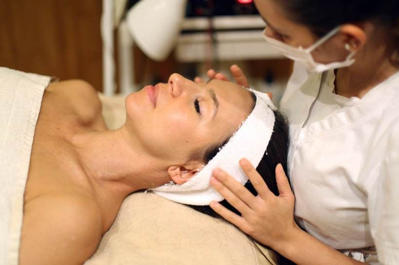 Relax - they got this. Experts at Senses Spa do a facial like no other. Featuring princesswithabackpack.com