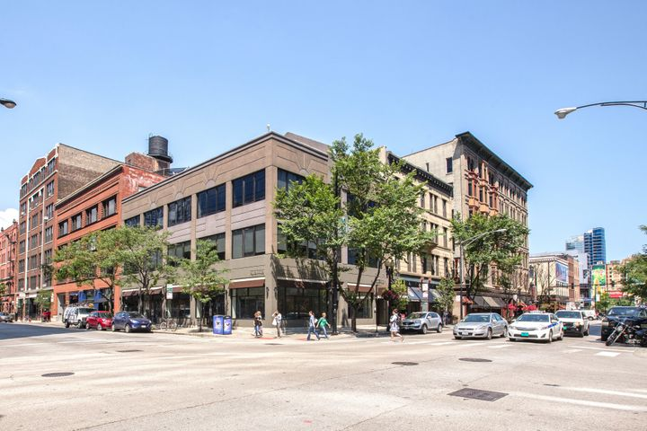 <p>500 N. Clark St. at Illinois with restaurant Naha in the ground-floor space where restaurant Gordon stood from 1976-1999.</p>