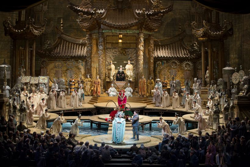 Oksana Dyka and Aleksandrs Antonenko, foreground, surrounded by the Met Chorus in Puccini's <em>Turandot</em>.