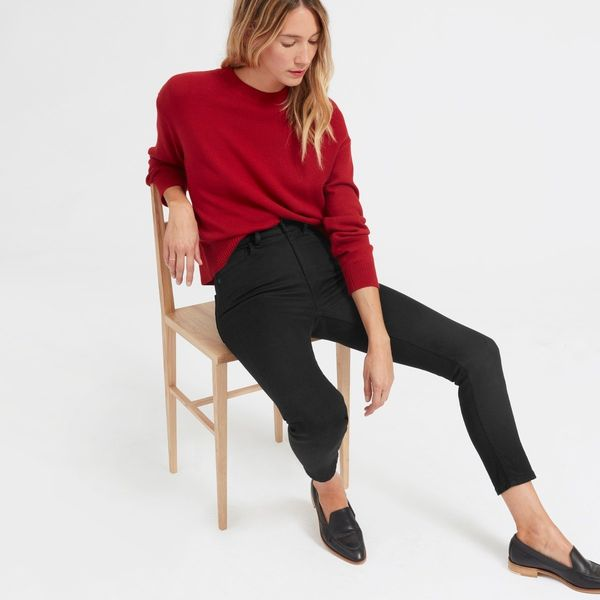 """<a href=""""https://www.everlane.com/products/womens-high-waist-indigo-denim-jeans-ankle?collection=womens-jeans"""" target=""""_blank"""