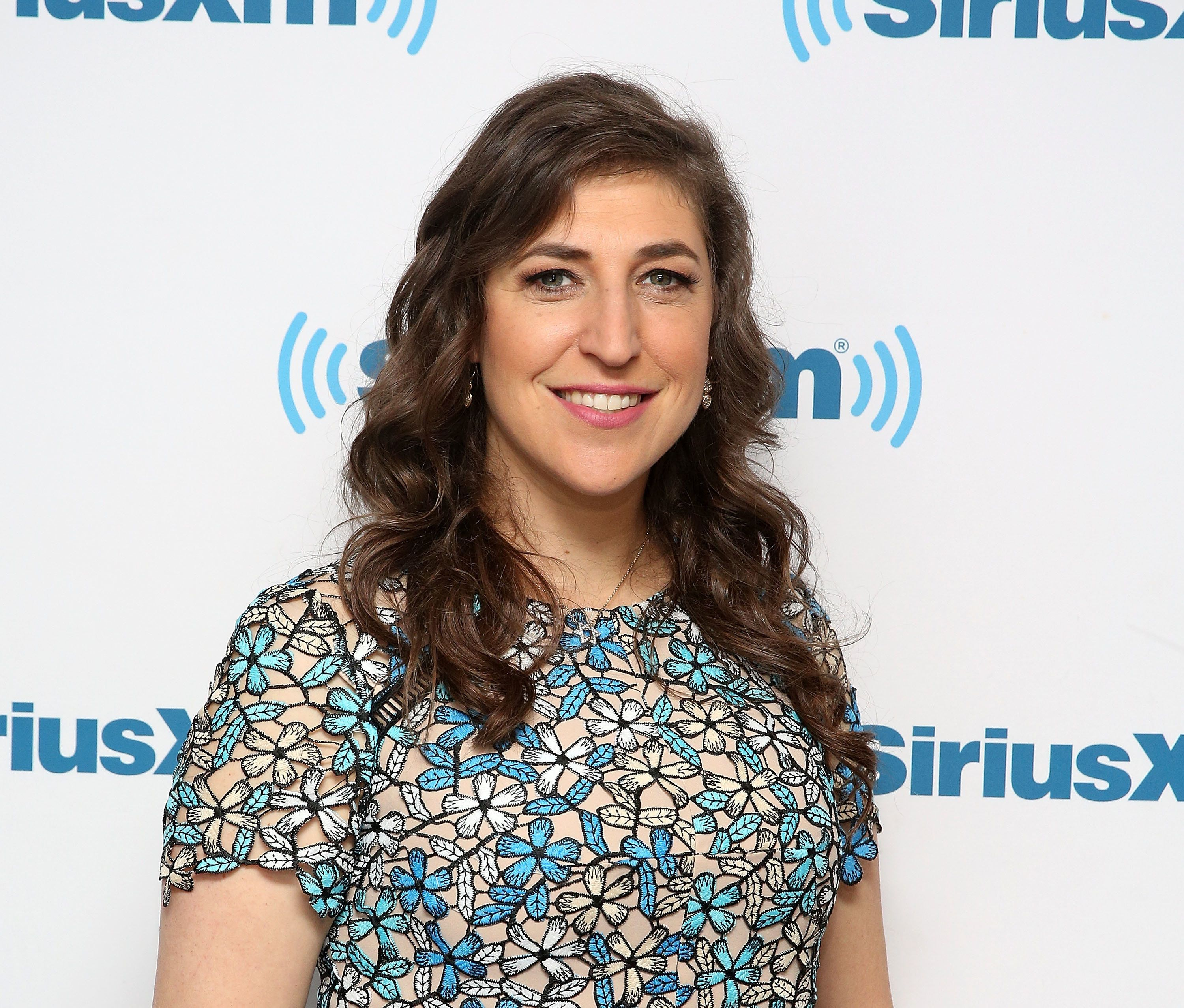 Big Bang Theory's Mayim Bialik Apologies For 'Victim-Blaming' Harvey Weinstein Comments