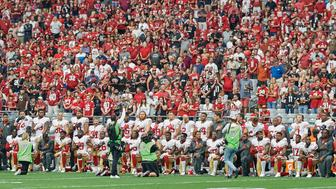 GLENDALE, AZ - OCTOBER 01:  San Francisco 49ers players and coaching staff take a kneel and stand during the playing of the national anthem prior to an NFL game between the Arizona Cardinals and San Francisco 49ers at the University of Phoenix Stadium on October 1, 2017 in Glendale, Arizona. (Photo by Robin Alam/Icon Sportswire via Getty Images)