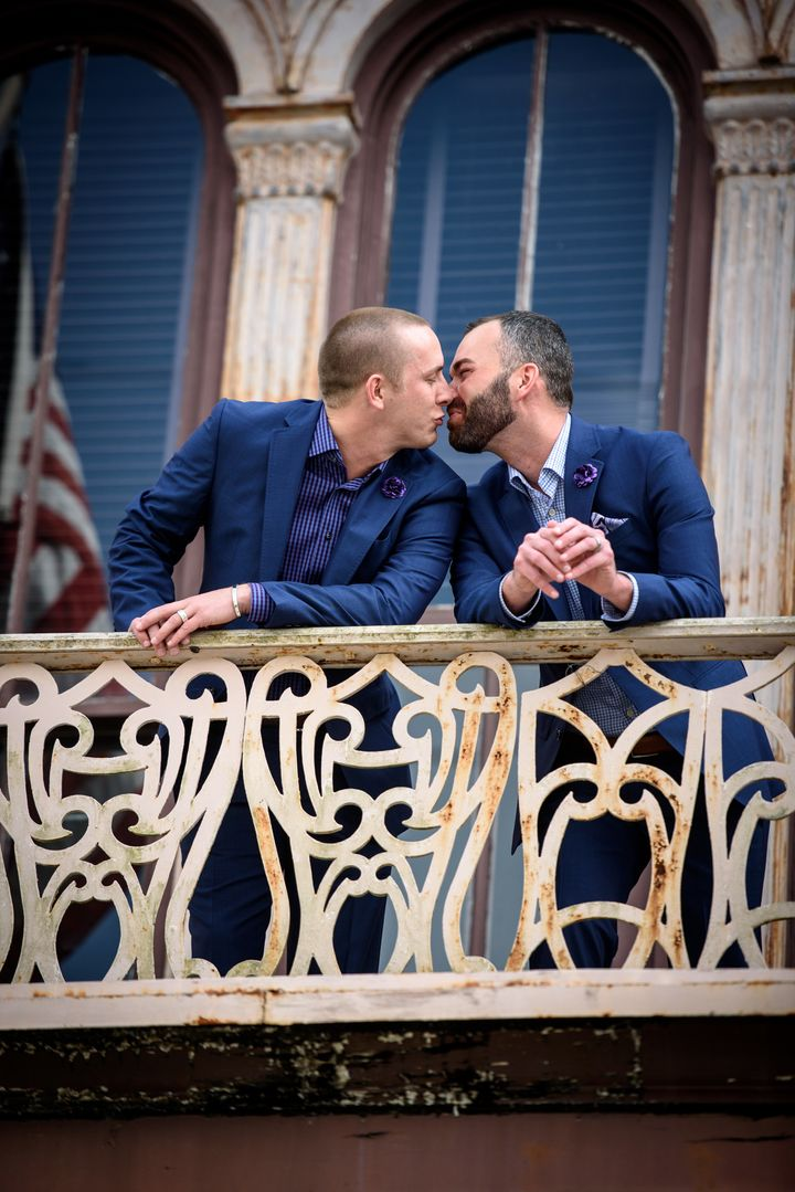 A kiss on the balcony of the courthouse.