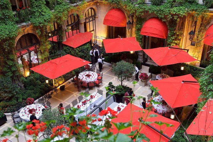 <p>Cour Jardin, Hotel Plaza Athenee</p>