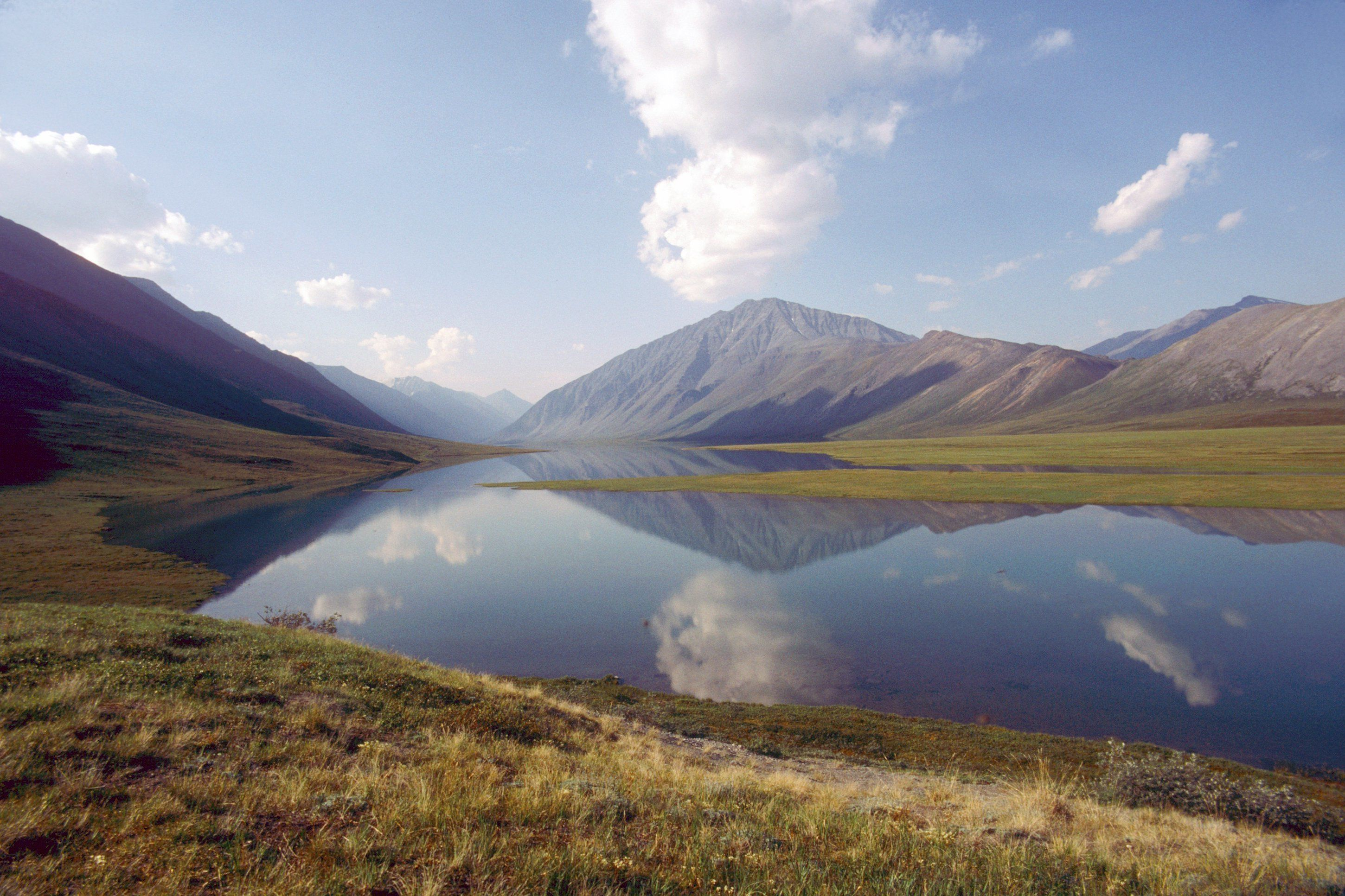 North America, USA, Alaska, Arctic National Wildlife Refuge, the Narrows from Schrader to Peters Lake. (Photo by: Universal Images Group via Getty Images)