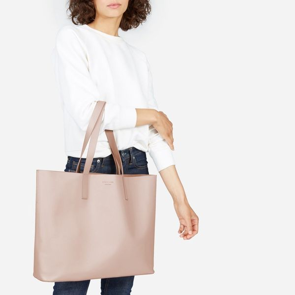 Functions as a cute purse <i>and</i>is big enough to store baby essentials. Get the coveted market tote by Everlane <a