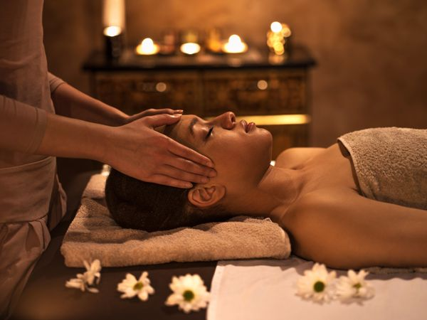 """Use <a href=""""https://www.spafinder.com/"""" target=""""_blank"""">Spa Finder</a> to find the perfect spa service for her."""