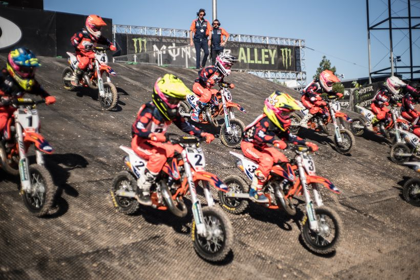 <strong>Bobbleheads</strong>. No these are not living bobblehead dolls riding dirt bikes. They're the kids of the KTM Junior