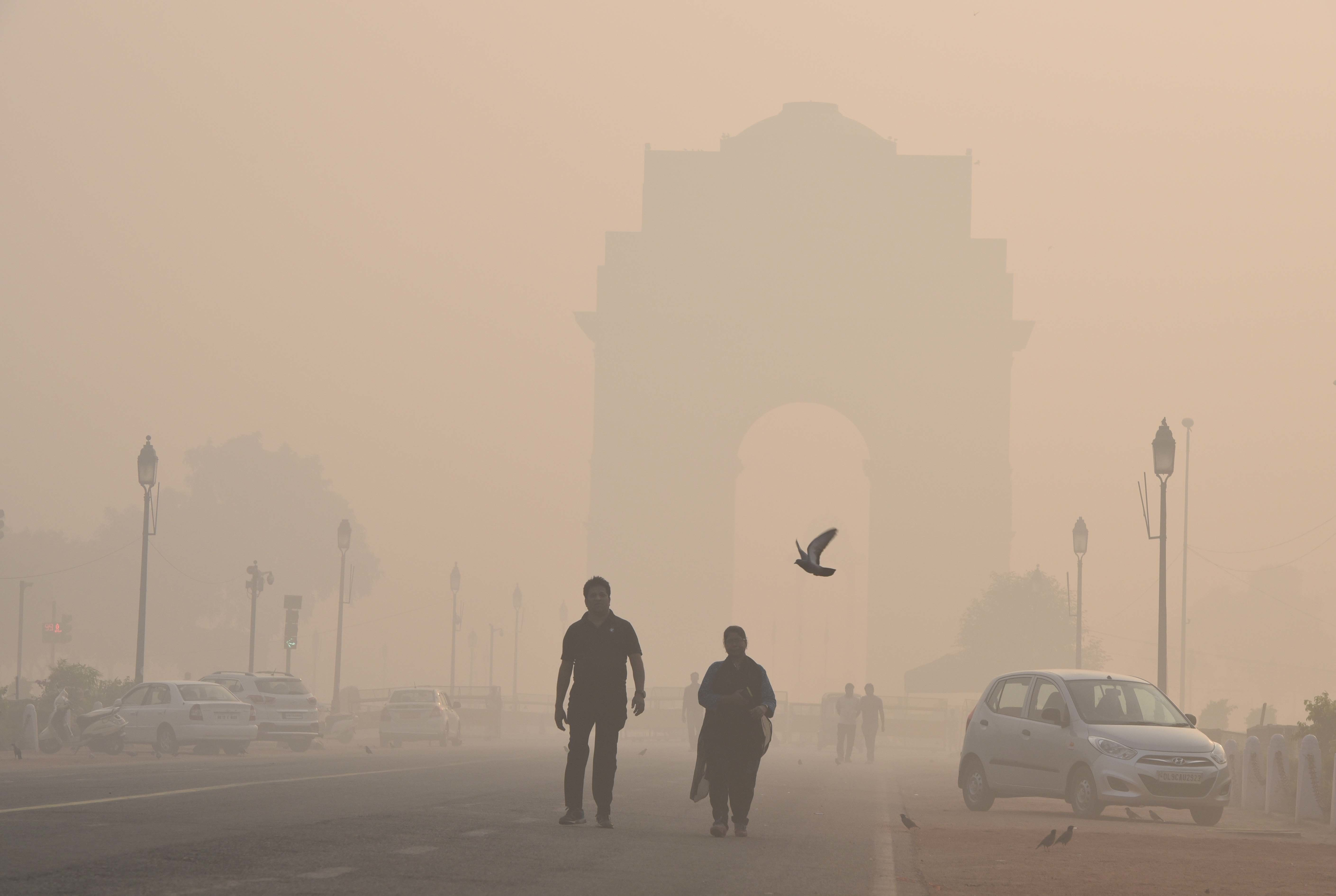 NEW DELHI, INDIA - OCTOBER 19: Thick smog and pollution covered India Gate after the Diwali celebration, on October 19, 2017in New Delhi, India. The air quality in various areas of the city were at 'severe and 'very poor' in the morning after Diwali celebrations. New Delhi covered in a toxic haze on Friday morning after Diwali fireworks caused air quality levels to plummet despite a ban on sale of fireworks by the Supreme Court. (Photo by Arvind Yadav/Hindustan Times via Getty Images)