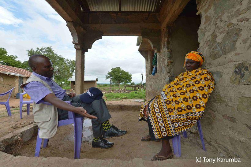 <em>FAO Representative Gabriel Rugalema visits Nadzua Zuma in Kilifi.  Nadzua lost 36 of her 40 cattle during Kenya's 2016-20