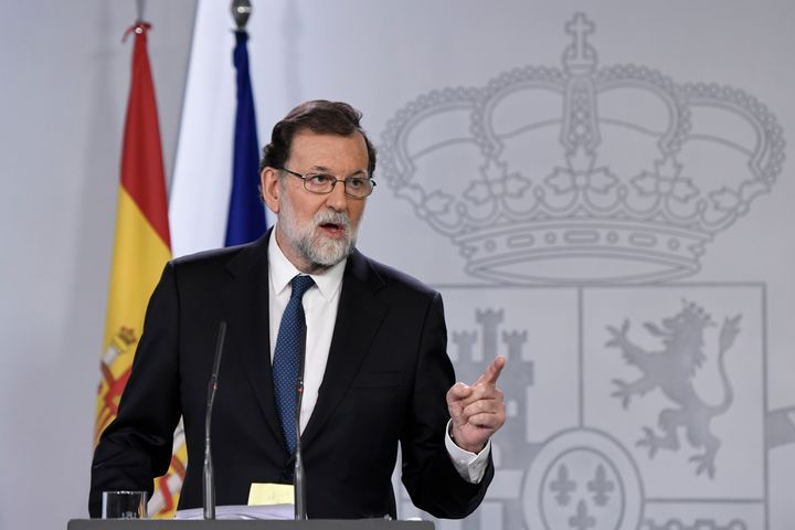 Spanish Prime Minister Mariano Rajoy gives a press conference after a crisis cabinet meeting at the Moncloa Palace on October