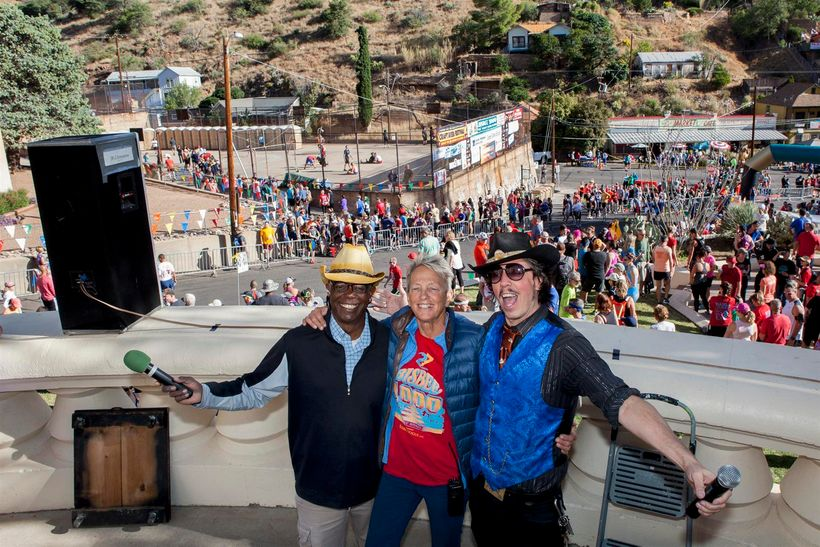 Founder Cynthia Conroy above the start line with this year's race announcer  Jim Moffett (L) and DJ  Magic Kenny Bang Bang (R