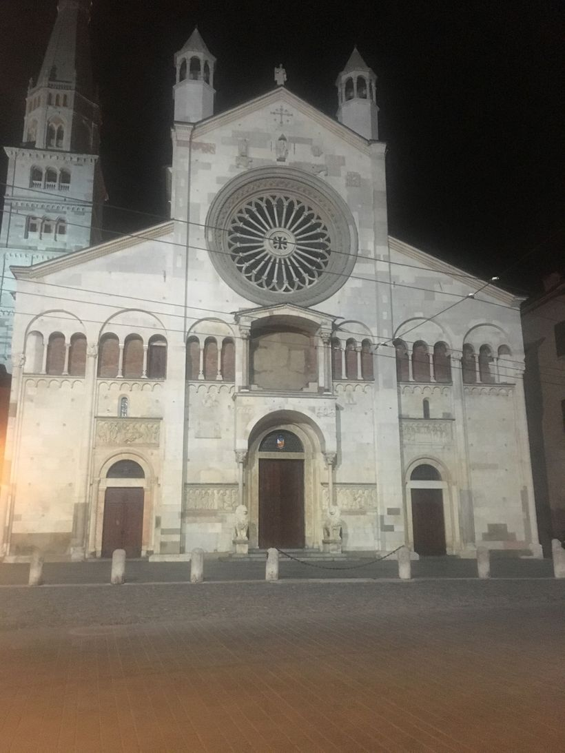 Modena's Romanesque cathedral at night