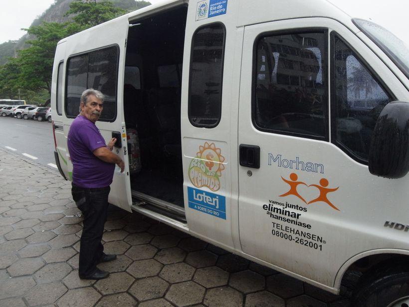 A MORHAN vehicle with the Telehansen toll-free number (Rio de Janeiro , Brazil, November 2011)