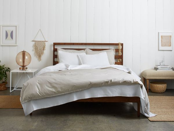 "Parachute makes modern bedding and bath essentials for a more comfortable home. Shop them <a href=""https://www.parachute"