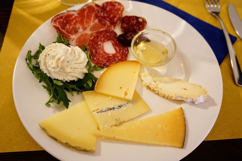 Meats and cheeses starter at the restaurant of Residence Il Palazzo in Santo Stefano di Sessanio