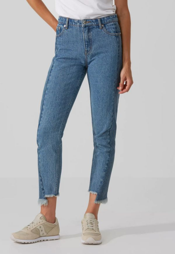 The raw-edge design of these jeans gives them a vintage look, while the high-waisted design gives them a flattering wear. (P.