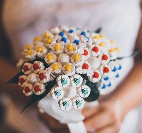 19 Alternative Wedding Bouquet Ideas That Don\'t Even Involve Flowers ...