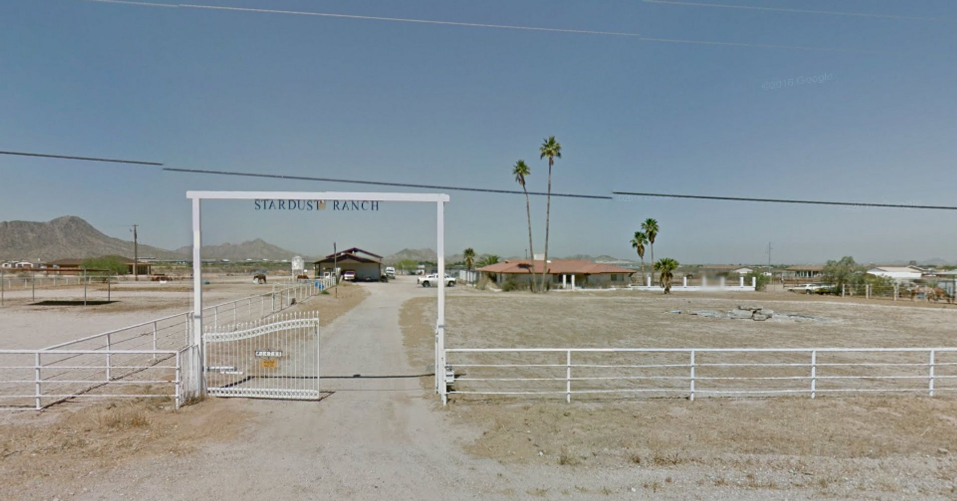 This 39 alien infested 39 desert ranch can be all yours for 5 million huffpost - Portal entree ownership ...