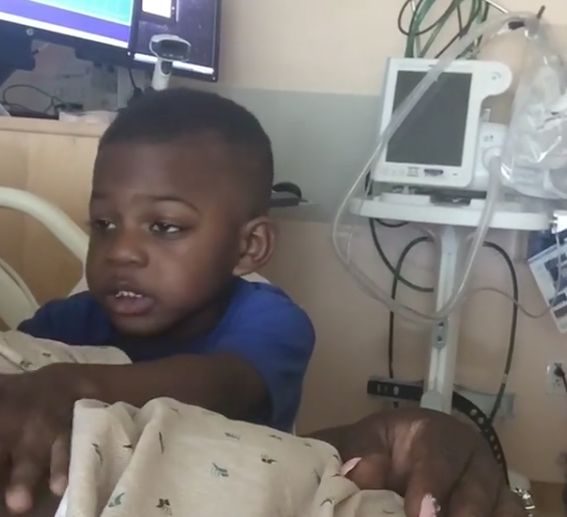Adorable Boy Begs His Mum To Come Home From The Hospital When She's About To Give
