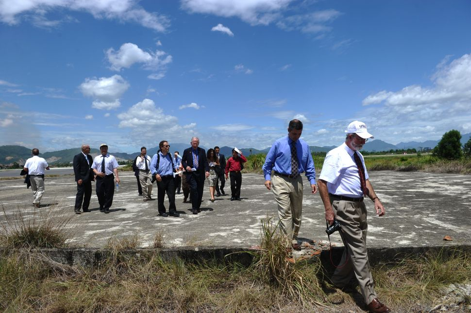 U.S. constructors' representatives, diplomats and reporters tour a dioxin-contaminated at Danang airport.