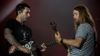 RIO DE JANEIRO, BRAZIL - SEPTEMBER 15: Adam Levine and James Valentine from Maroon 5 perfotm at day 1 of Rock in Rio on September 15, 2017 in Rio de Janeiro, Brazil. (Photo by Raphael Dias/Getty Images) *** Adam Levine; James Valentine