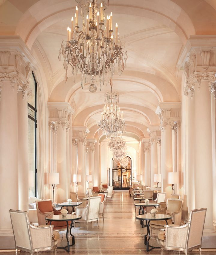 <p>Enjoy fresh pastries and beverages at La Galerie.</p>