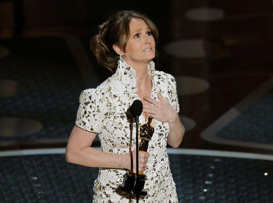 Melissa Leo accepts her Oscar for