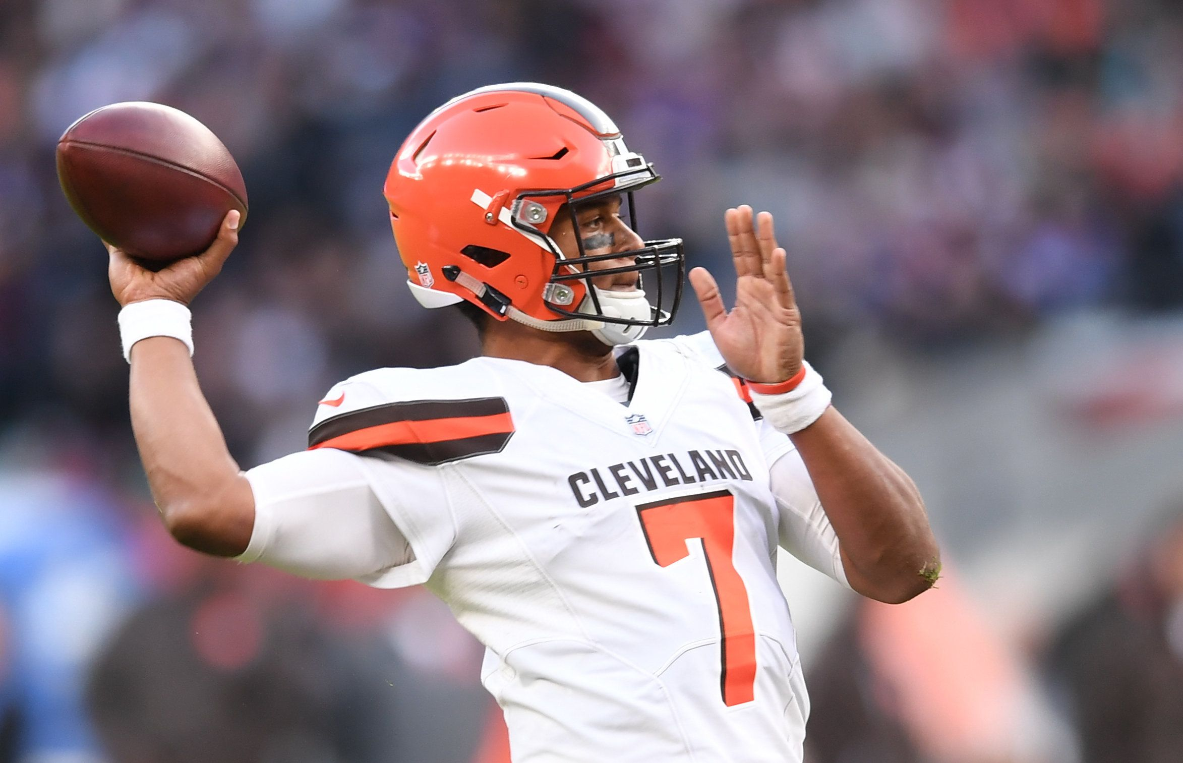 29th October 2017, Twickenham, London, England; NFL International Series, game 4, Minnesota Vikings versus Cleveland Browns;    DeShone Kizer of the Cleveland Browns prepares to pass the ball  (Photo by Simon West/Action Plus via Getty Images)